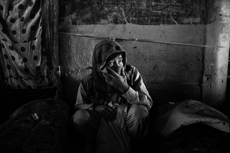 26/10/2017 - Afghanistan, Kabul. A drug addict under the Poly Sokhta Bridge.